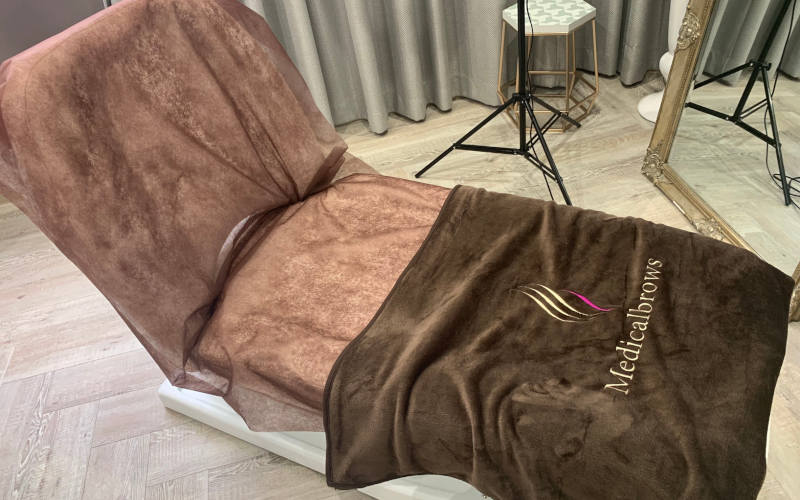 メディカルブロー新宿院の施術椅子